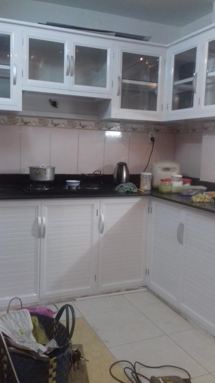 Tủ bếp bằng nhôm trắng