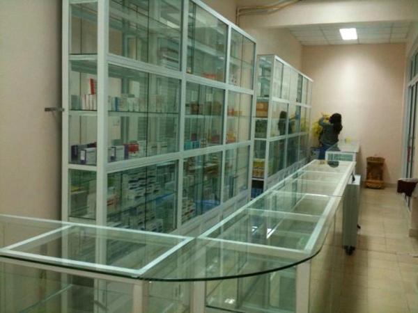 tủ thuốc làm từ nhôm kính