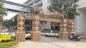Thi công cổng bằng vật liệu tre trúc