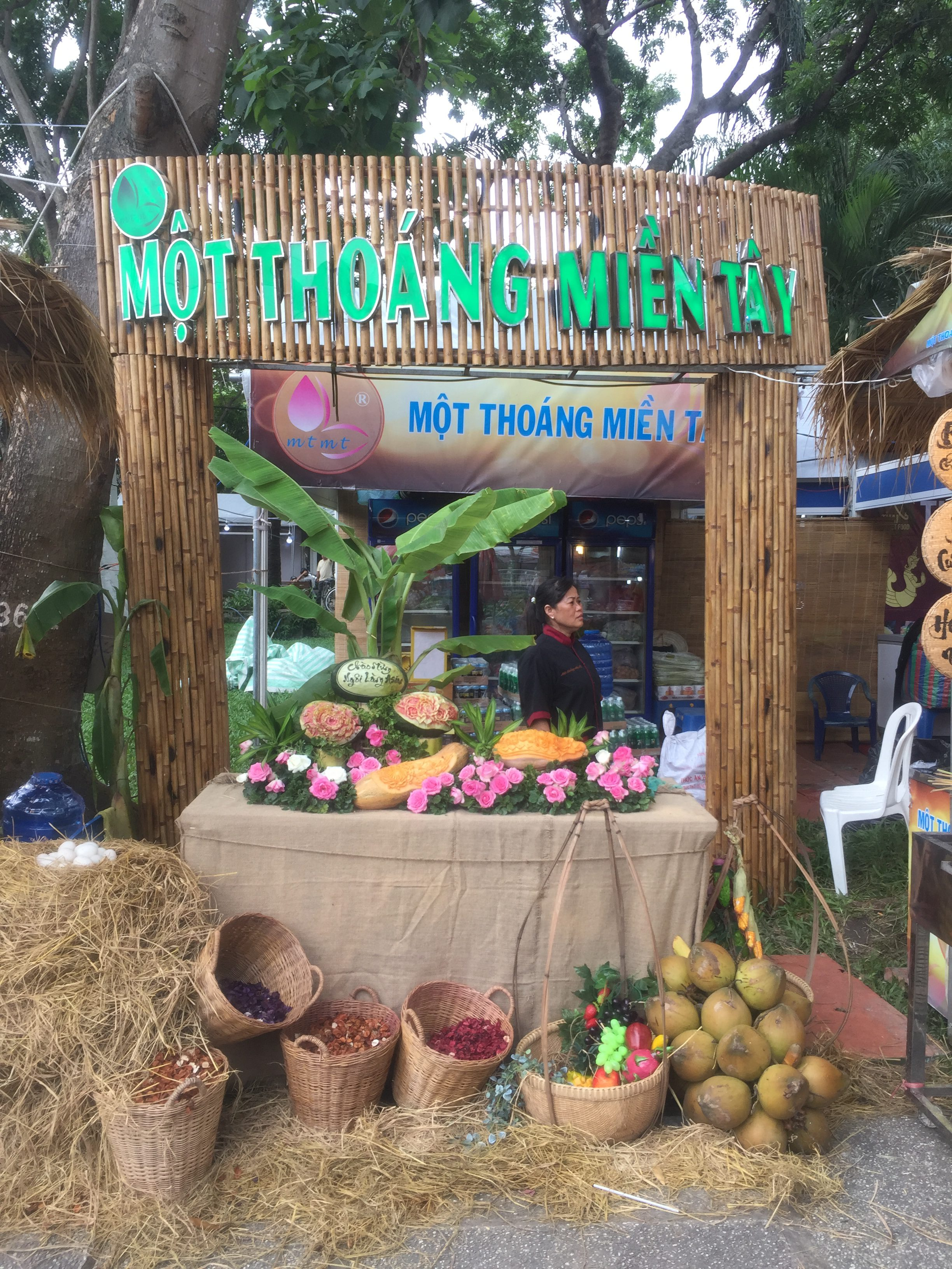 Bán cây tre và thi công trang trí gian hàng hội chợ